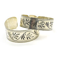 Basil Leaves Brass Cuff-Set of 2